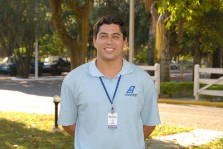 Nome: Bruno Resende PETTINARI <br> Idade: 22 anos <br> Naturalidade: São Paulo/SP <br> Habilitação: PC IFR/MLTE/INVA <br> Formação: Bacharel em Ciências Aeronáuticas/Piloto Comercial PUC/RS