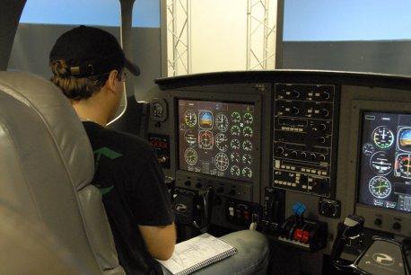 Piloto Rubens durante um vôo de instrução.
