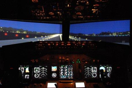 Alinhado para decolagem noturna.