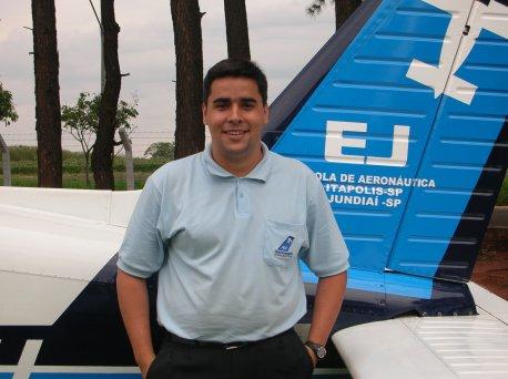 Artur Eduardo de Carvalho Nobre <br> 24 anos <br> Habilitações: PC/MLTE/IFR/INVA <br> Formação Acadêmica: Ciências Contábeis <br> Naturalidade: Brasília/DF