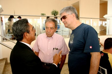 Cmte Barioni, Brigadeiro Renilson e Cel Ajax durante o almoço comemorativo.