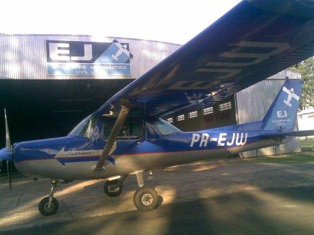PR-EJW, a aeronave usada na navegação.