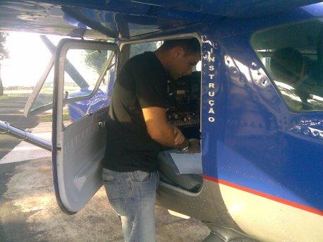 Depois da chegada, os cuidados com a aeronave ainda são lembrados.