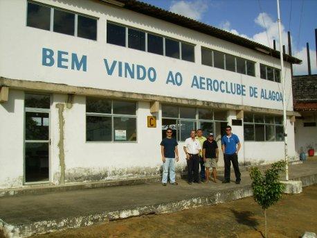 Nossos pilotos foram muito bem recebidos pelo pessoal do Aeroclube de Alagoas.