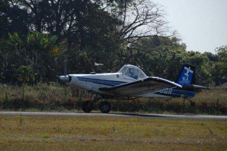 Decolagem do Ipanema, aeronave utilizada o treinamento avançado.