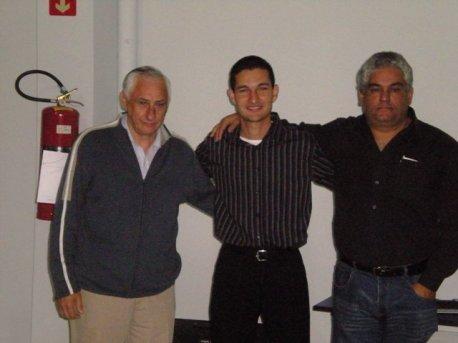 Cmte. José Fernandes, instrutor e aluno Alexandre Medeiros Gandini e o Cmte Luis Almeida.