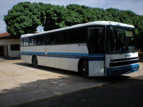 Ônibus que conduziu os alunos e professores de Botucatu a Itápolis.