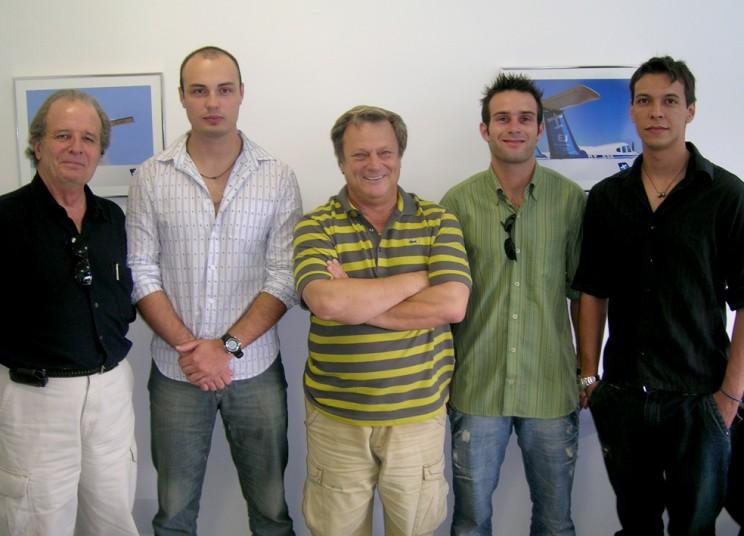Formandos e o Cmte Edmir Gonçalves, Diretor da Escola.