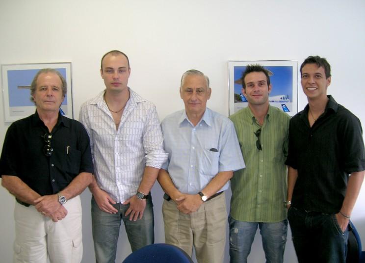 Formandos e o Cmte Fernandes, instrutor do curso de Transição a Jato - Airbus A320.