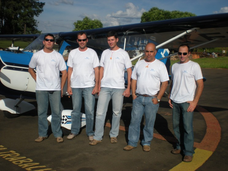 Alunos da 2ª Turma do Curso de Piloto Agrícola 2009.