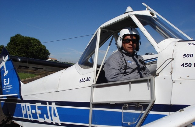 O aluno Eduardo se preparando para o voo de cheque