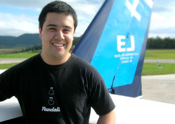 Pedro Fujihara - mais novo aluno voando solo na EJ.