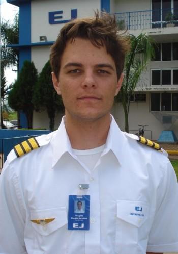 <br><br> - DOUGLAS HARTEMAN<br><br> - Idade: 24 Anos<br><br> - Cidade: Itápolis-SP<br><br> - Admitido em Novembro/2009<br><br> - 320 Horas de Voo<br><br>Ministra Instrução no Equipamento: <br><br>-Cessna 152.