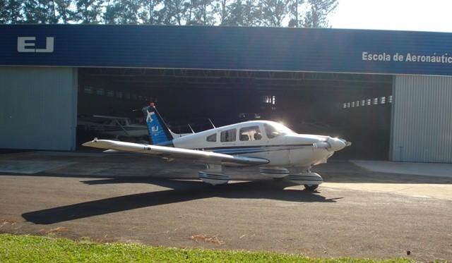 PR-ENJ em frente o hangar.