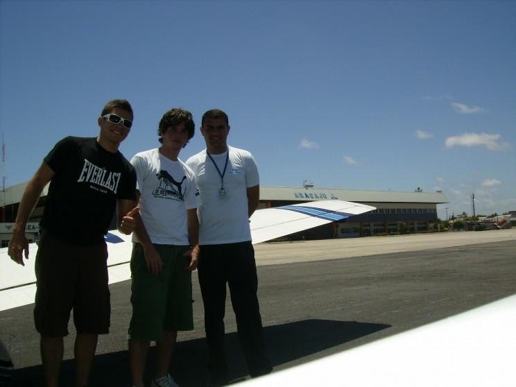 Bruno, Guilherme e Varela no aeroporto de Aracaju.