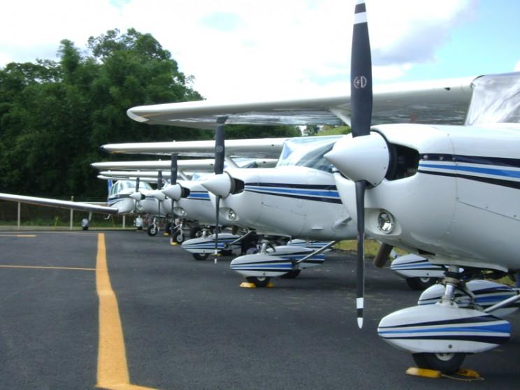 Aeronaves alinhadas em Ouro Fino.