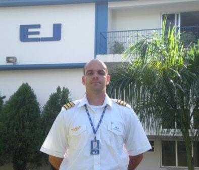 <br><br> - JOSÉ EDUARDO DE OLIVEIRA CUNHA <br><br> - Idade: 24 Anos<br><br> - Cidade: Brasilia-DF<br><br> - Admitido em Janeiro 2010<br><br> - 200 Horas de Voo<br><br>Ministra Instrução no Equipamento: <br><br>-Cessna 152