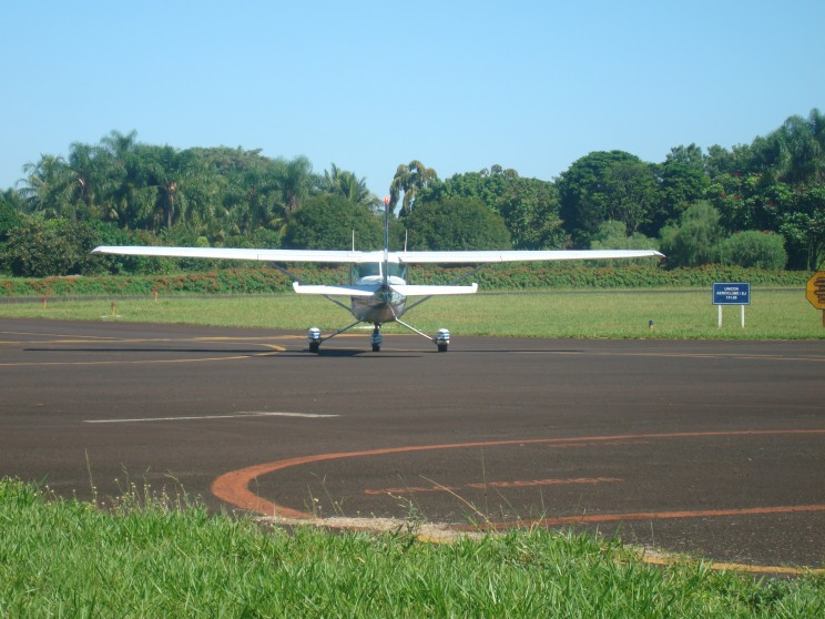 Decolando para realizar o primeiro voo solo.