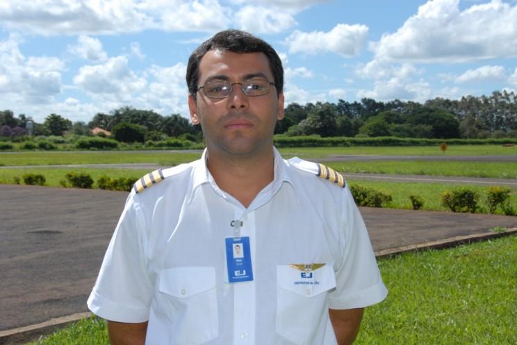 Felipe Maia Franco dos Santos, voou na EJ 760 horas, atualmente é piloto na GOL.