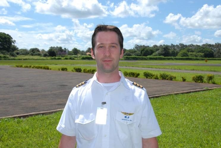 Carlos Eduardo Machado de Souza, voou na EJ 1197 horas, atualmente é piloto na GOL.
