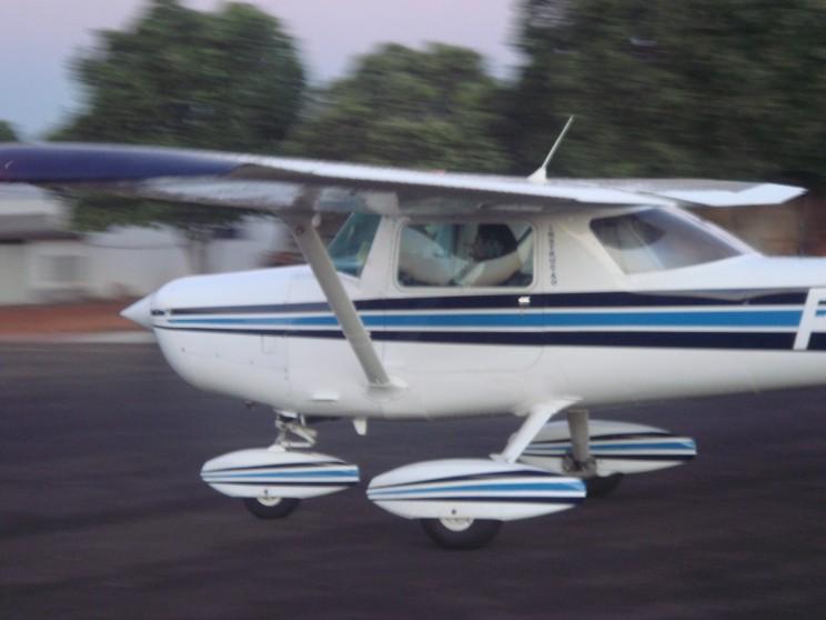 Pouso após o primeiro voo solo.
