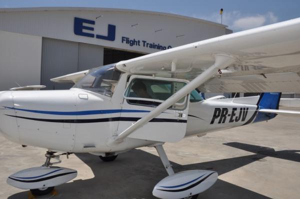 Aluno Manoel Carlos do curso de Piloto Privado, se preparando para voo solo