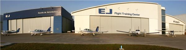Vista panorâmica dos hangares em Jundiaí