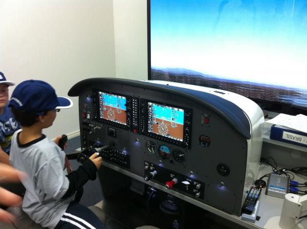 Convidados no simulador G1000