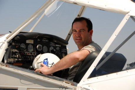 Cmte Josué se preparando para decolagem.