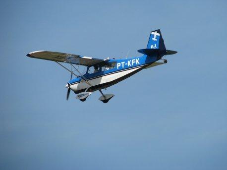 Alunos em instrução na aeronave Citabria.