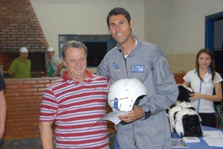 Cmte Edmir Gonçalves e o formando Anderson.