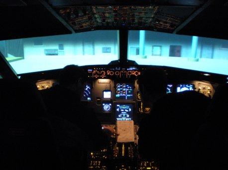 Alunos fazendo o briefing do vôo.