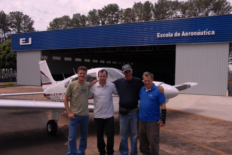 Tempo total de voo 46 horas, entre Clinton-OK- USA e Itápolis-SP- Brasil.