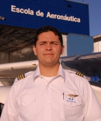 <br><br> - TIAGO BERTALOT<br><br> - Idade: 31 Anos<br><br> - Cidade: São Paulo-SP<br><br> - Admitido em Setembro/2009<br><br> - 411 Horas de Voo<br><br>Ministra Instrução no Equipamento: <br><br> - Cessna 152.