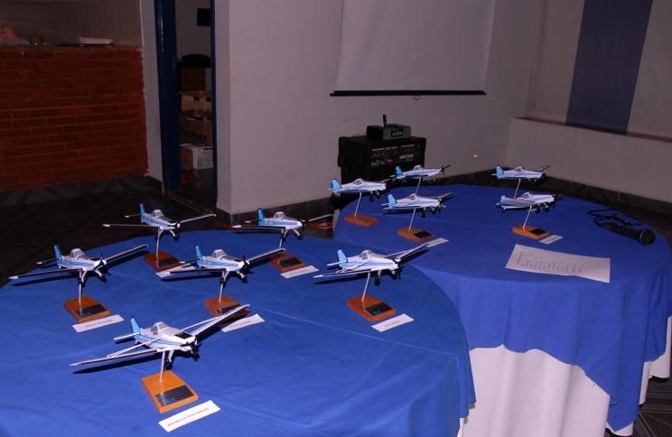 Maquetes das aeronaves Pawnee e Ipanema que foram entregues ao pilotos do curso de PAGR.