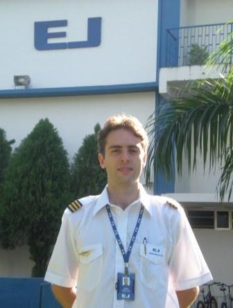 <br><br> - RAFAEL CARNEIRO COSTA<br><br> - Idade: 26 Anos<br><br> - Cidade: Belo Horizonte-MG<br><br> - Admitido em Janeiro 2010<br><br> - 200 Horas de Voo<br><br>Ministra Instrução no Equipamento: <br><br>-Cessna 152