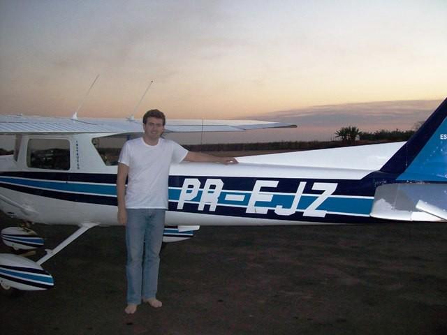 O aluno Roberto Teixeira Oliveira realizou seu primeiro voo solo.