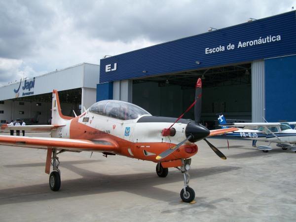 Tucano da Força Aérea Brasileira em visita a EJ