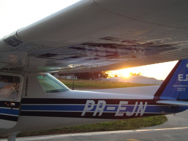 Cessna 152 - Pátio EJ Jundiaí